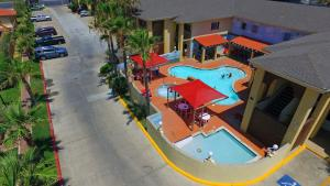 Ramada by Wyndham & Suites Spring Break